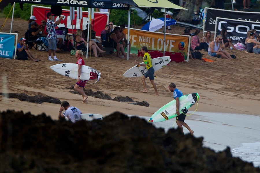 Competitors at the Reef Hawaiian Pro.   © ASP / Rowland