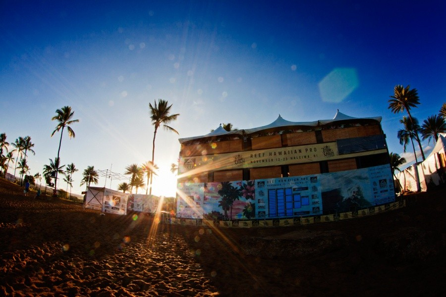 Sunrise at the Reef Hawaiian Pro.   © ASP / Rowland