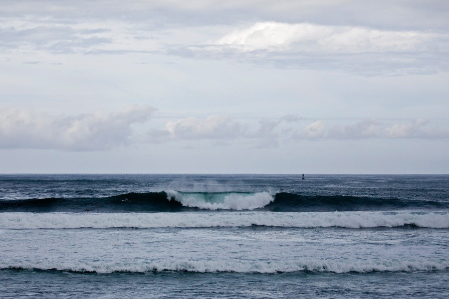 Although conditions were never perfect, the waves did improve throughout the day.   © ASP / Rowland