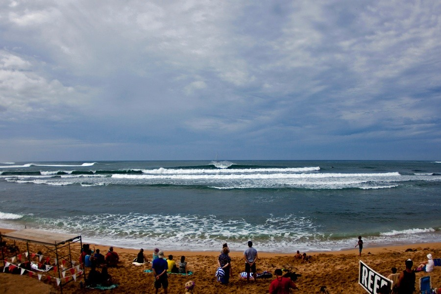 Conditions continued to improve throughout the day but unfortunately the swell is dropping fast.   © ASP / Rowland