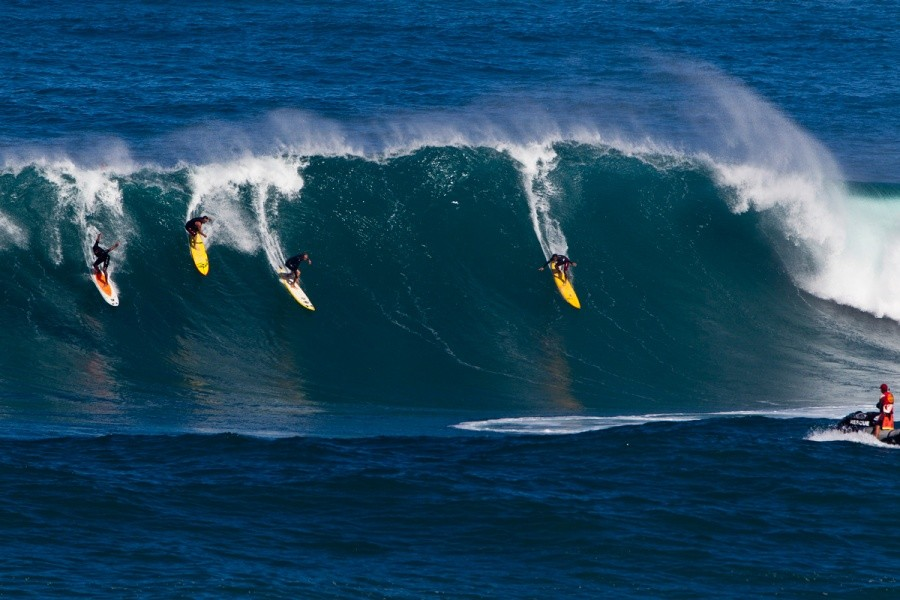 Only the outer reefs and Waimea Bay were manageable during Wednesday's massive swell.   © ASP / Rowland