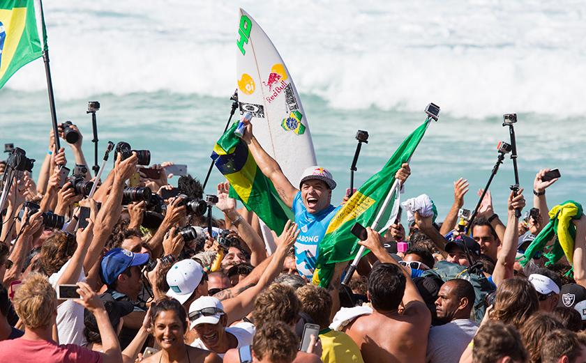 Adriano de Souza wins 2015 WSL World Title