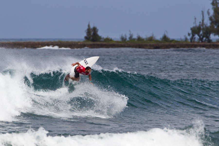 Dion Atkinson (AUS) placed first in his round of 64 heat and advanced into the next round.   © ASP / Rowland