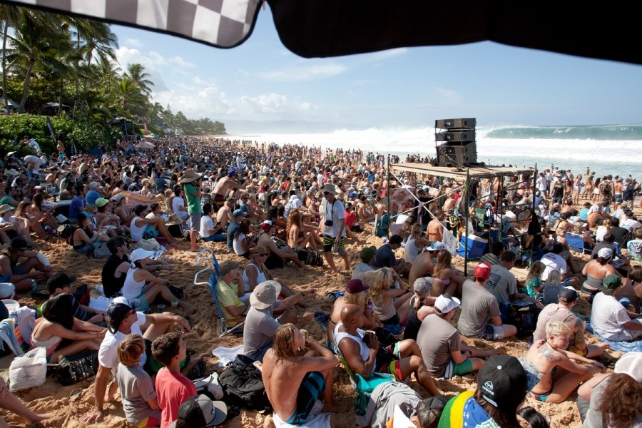 Spectators for as far as the eye can see for the final day.   © ASP / Cestari
