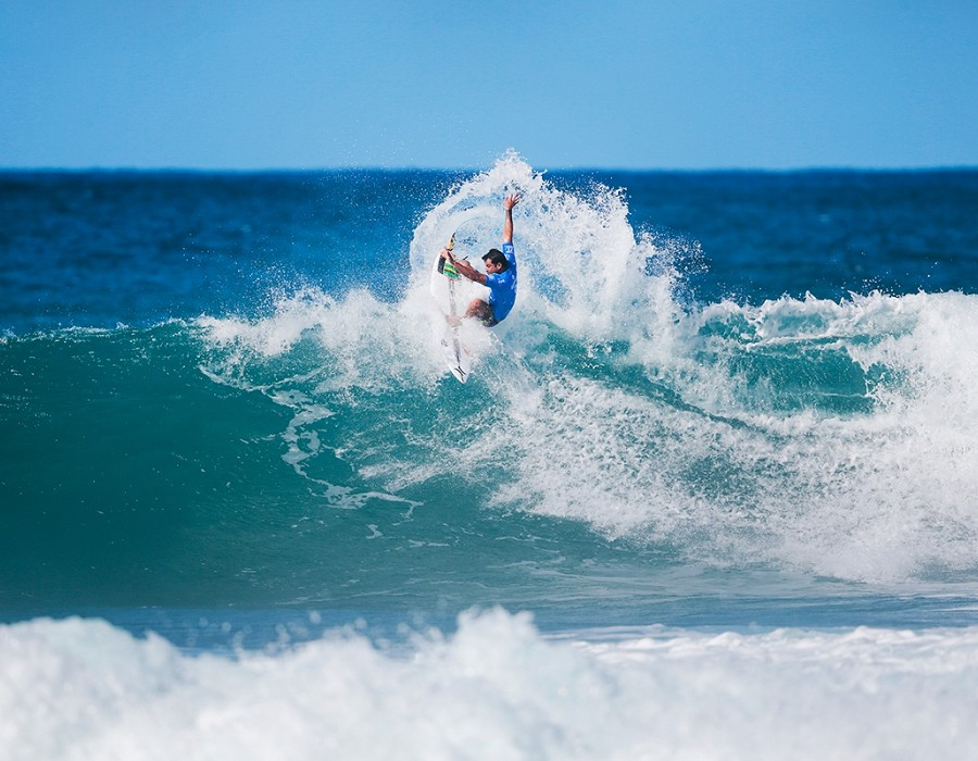 Michel Bourez winning Heat 12 of Round One.   © WSL / Heff