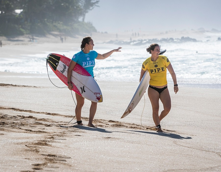 Carissa Moore and Tyler Wright.   © WSL / Poullenot