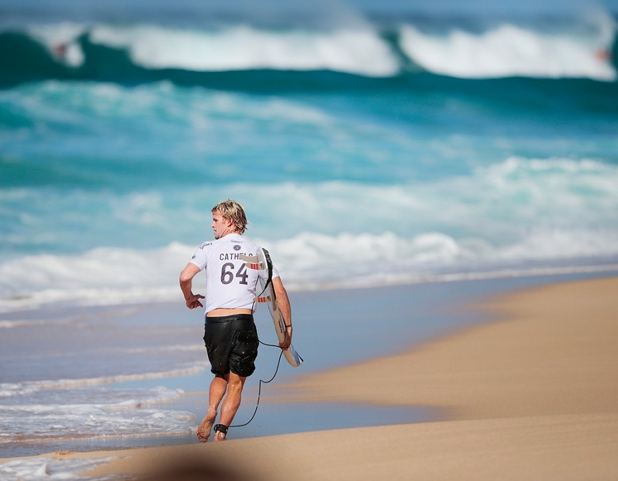 Davey Cathels placed third in Heat 12 of Round One of the Billabong Pipe Masters.   © WSL / Heff