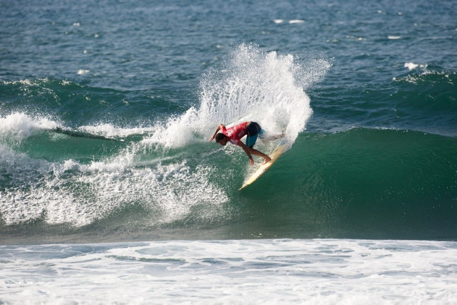 Hodei Collazo (EUK) is a quarterfinalist in the Reef Hawaiian Pro.   © ASP / Cestari