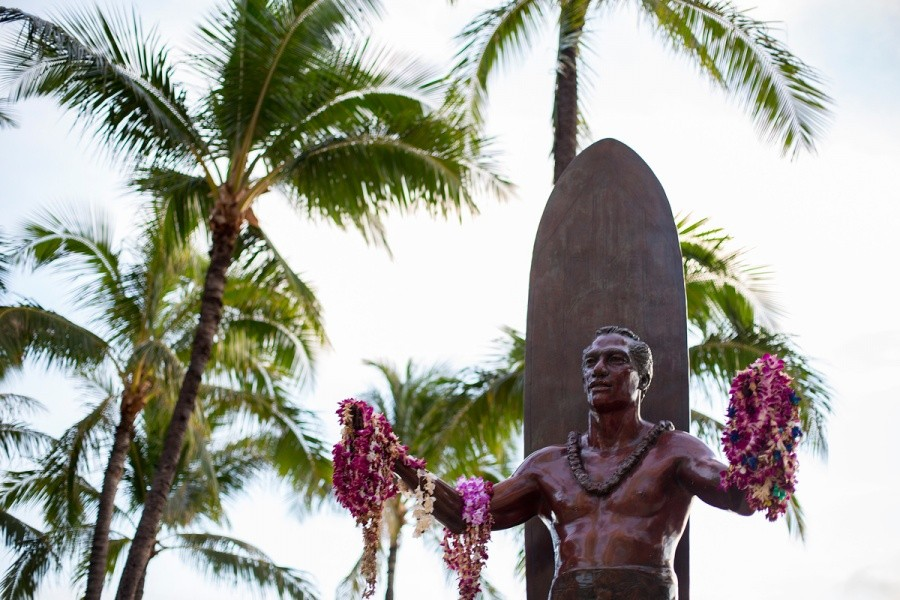 "Hawaii's most famous citizen and the ""Father of INTERNATIONAL Surfing,"" Duke Paoa Kahanamoku statue stands proudly at Waikiki.   © ASP / Kirstin"