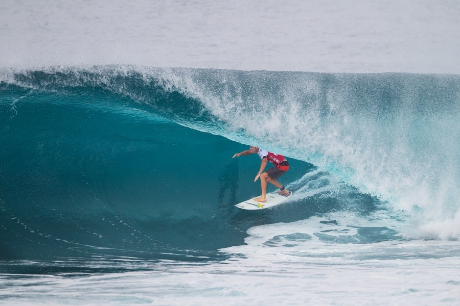 Bede Durbidge shows his skills at Backdoor to advance into Round 3.   © ASP / Kirstin