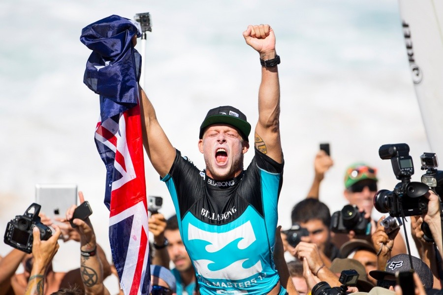 Mick Fanning clinches his third ASP World Title.   © ASP / Kirstin