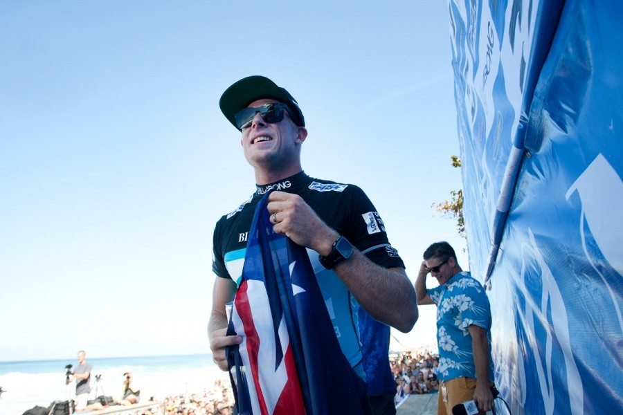 Australian pride for Mick Fanning (AUS) as the World Champ.   © ASP / Cestari