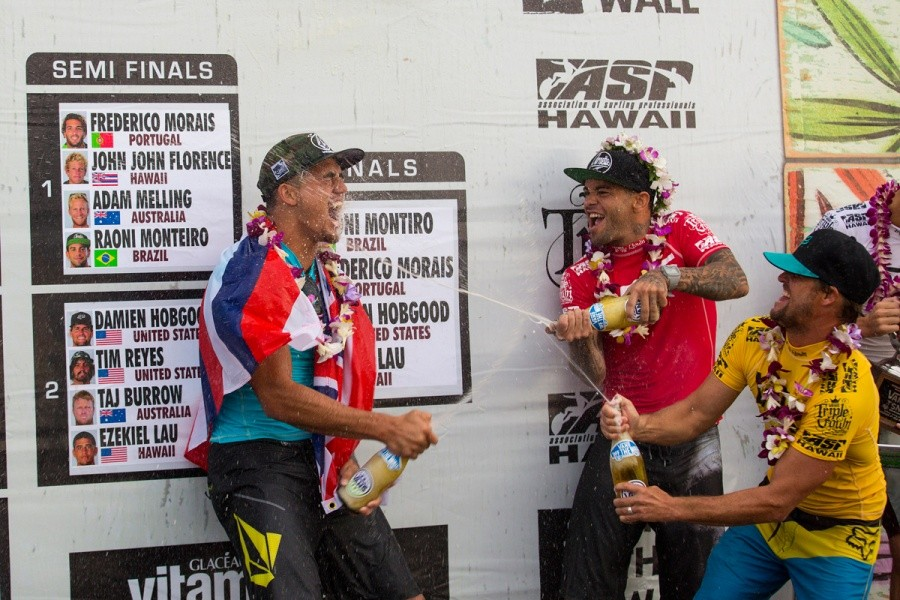 Champagne time for Vans World Cup of Surfing winner Ezekial Lau.   © ASP / Kirstin
