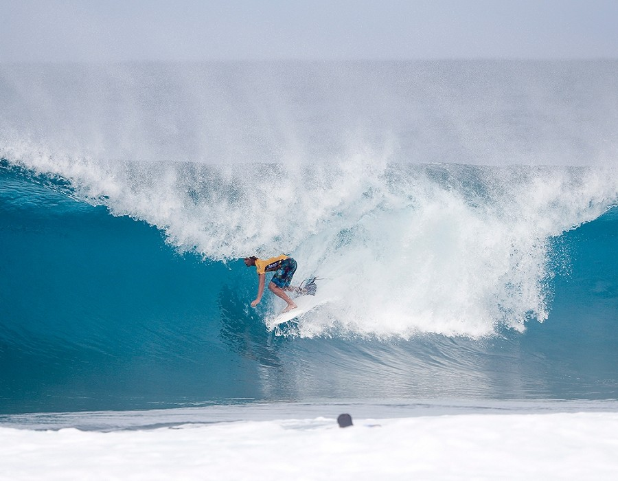 John John Florence placed second in Quarter Final Heat 2 of the Billabong Pipe Master.   © WSL / Poullenot