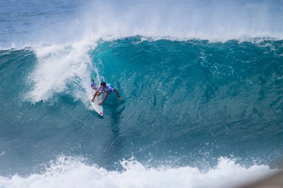 Jeremy Flores showing why he is a PIpe Master by advancing into Round 3.   © ASP / Kirstin