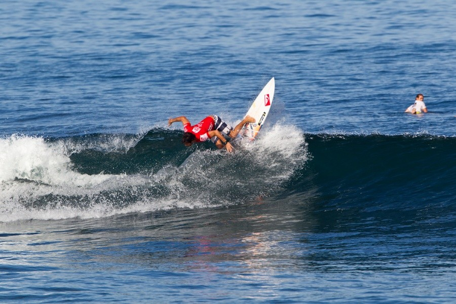 Jeremy Flores will compete again in heat 2 of the round of 32.   © ASP / Rowland