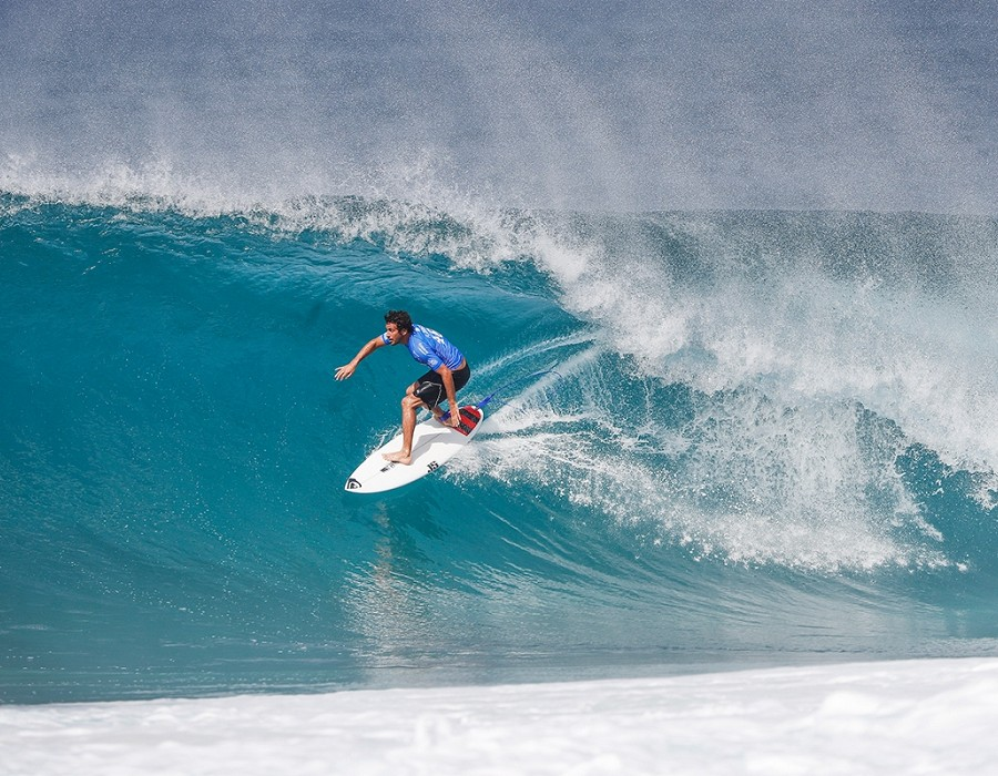 Jeremy Flores placed second in Quarter Final Heat 1 of the Billabong Pipe Masters.   © WSL / Poullenot