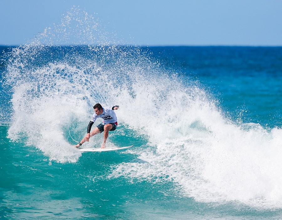 Jack Freestone placed 3rd in Heat 11 of Round One at Billabong Pipe Masters.   © WSL / Heff