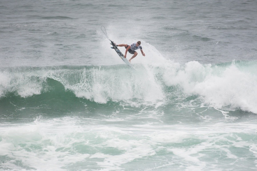Jack Freestone (AUS) posted one of the days Top 10 heat totals and advances into Round 2 of competition.   © ASP / Cestari