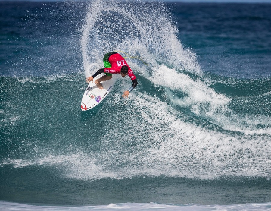 Gabriel Medina placed 1 st in Heat 5 of Round One at Billabong Pipe Masters.   © WSL / Poullenot