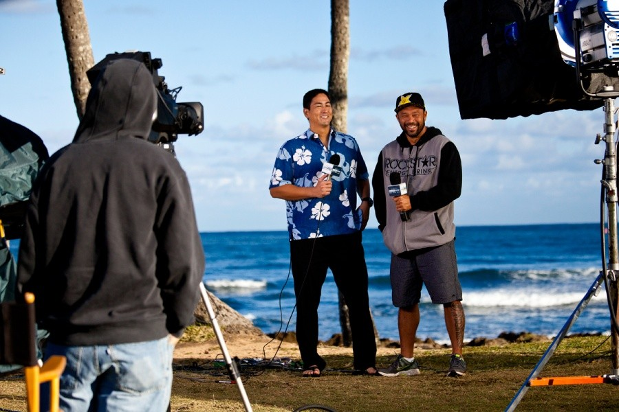 Sunny Garcia interviewed with the local media this morning.   © ASP / Rowland