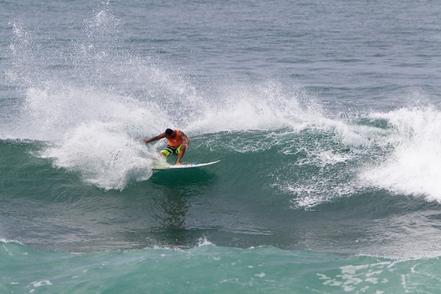 Sunny Garcia (HAW) took home 20,000 for first place in the Battle of the Legends.   © ASP / Rowland