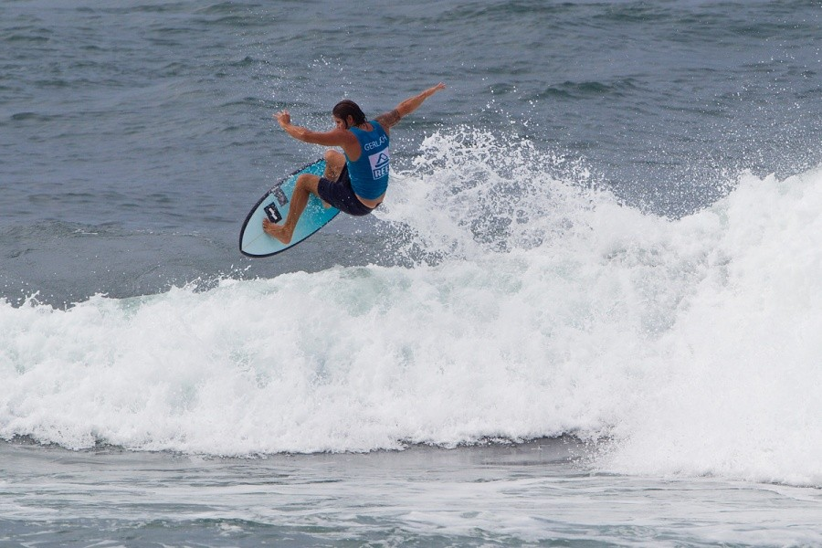 Sunny Garcia power turned his way into 1st place in the Battle of The Legends.   © ASP / Rowland