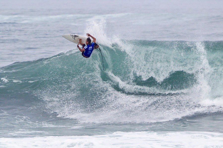 Gavin Gillette (HAW) won his heat and advanced into the next round.   © ASP / Rowland