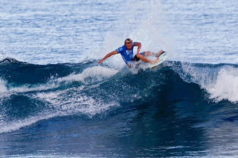 Tanner Gudauskas surfs in heat 2 on the next day of competition.   © ASP / Rowland