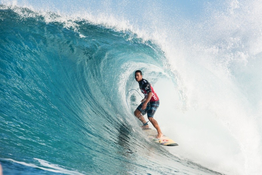 Marcus Hickman (HAW) is a big man so his barrels in Round 1 were not too small.   © ASP / Cestari