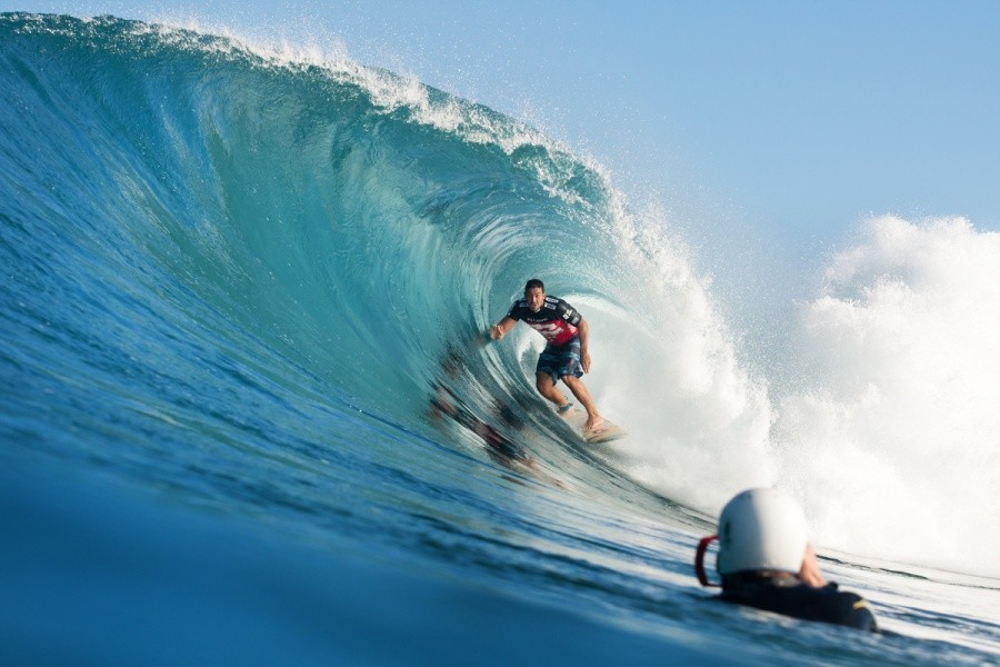 Marcus Hickman (HAW) is another local Hawaiian happy to surf Backdoor with just three other guys out.   © ASP / Cestari