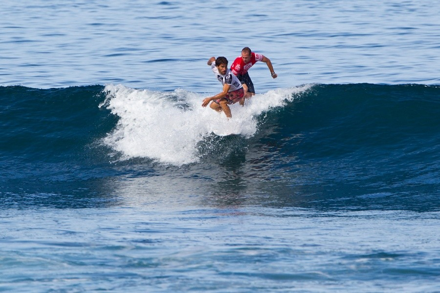Aritz and CJ engaged in one of many battles of the day.   © ASP / Rowland