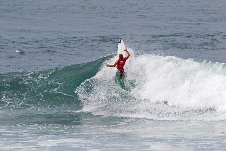 Caio Ibelli (BRA) won his round of 96 heat and advanced into the next round.   © ASP / Rowland