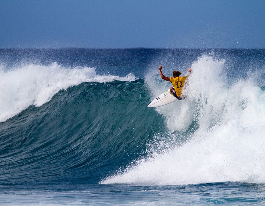 John John Florence wins heat 6 round one of the Billabong Pipe Masters.   © WSL / Heff