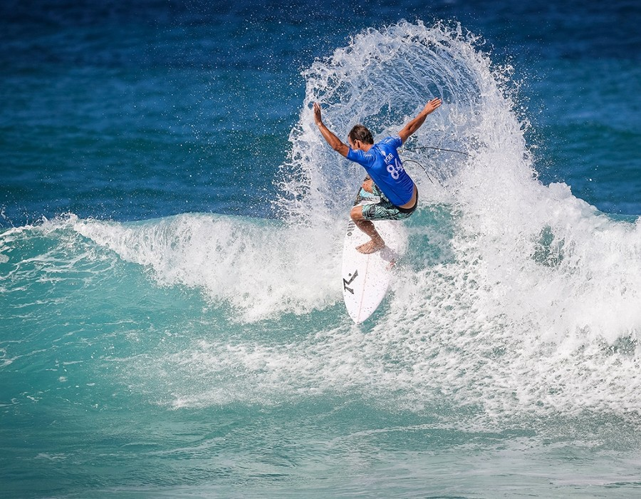 Josh Kerr placed 2nd in Heat 9 of Round One at Billabong Pipe Masters 2016.   © WSL / Cestari