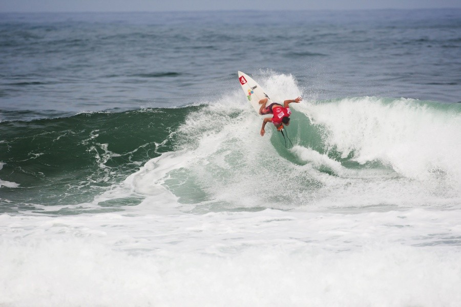Marc Lacomare (FRA) posted two high scoring rides in Round 2 to finish with a heat total of 17.47.   © ASP / Cestari
