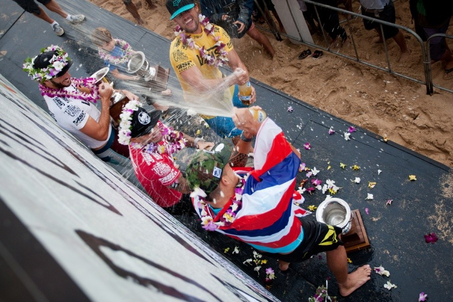 Finalists champagne shower for Ezekiel Lau (HAW).    © ASP / Cestari