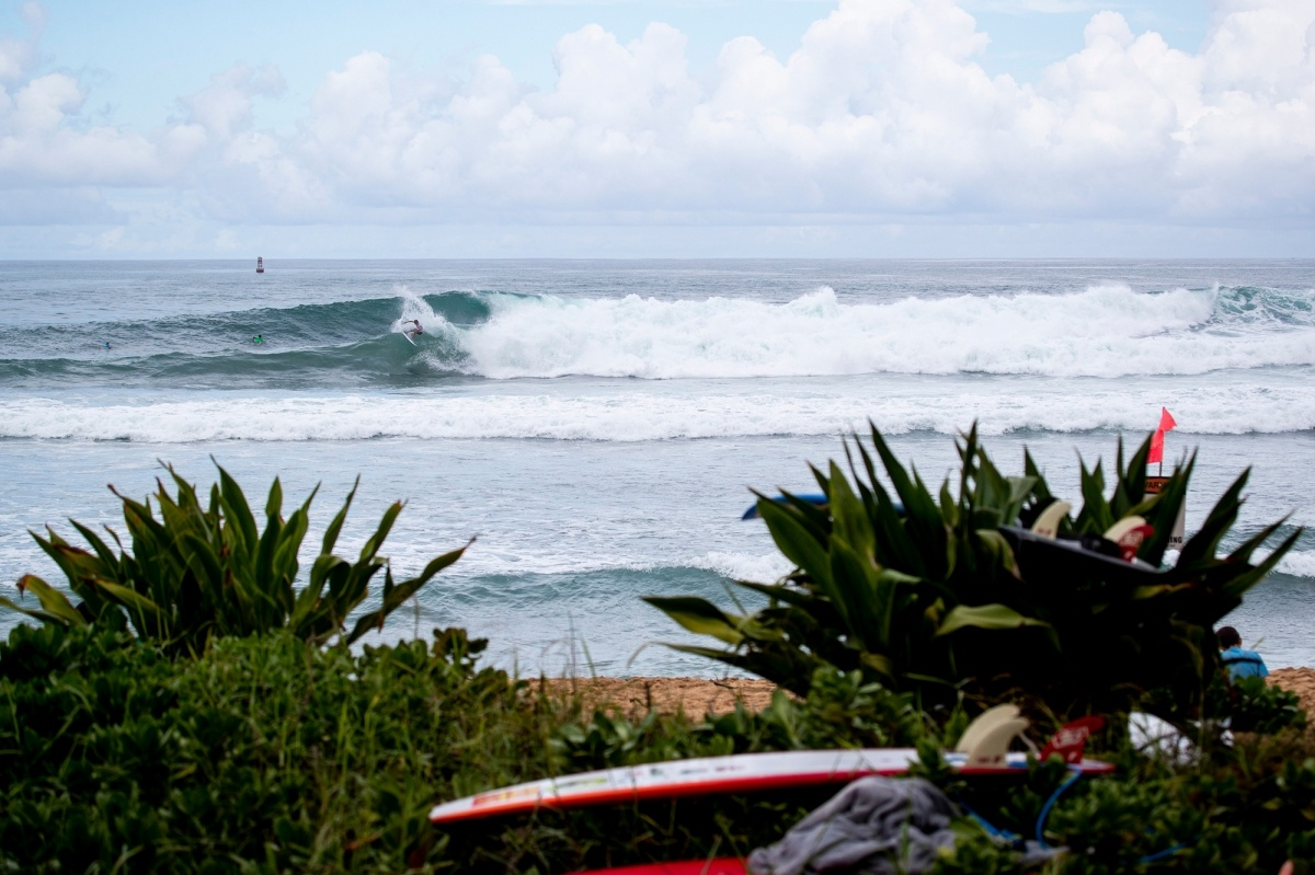 Good waves at Haleiwa today.   © WSL / Heff