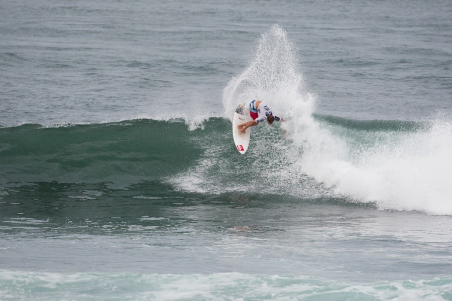 Jesse Mendes (BRA) posted the highest heat total of the event in Round 2 with a total of 17.90 points.    © ASP / Cestari