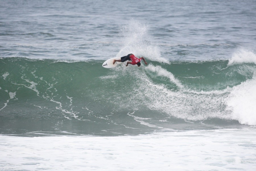 Felix Messias (BRA) advances into Round 2.   © ASP / Cestari