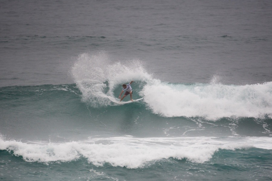 Frederico Morais (PRT) the lone Portuguese surfer advances into the Quarter Finals.   © ASP / Cestari