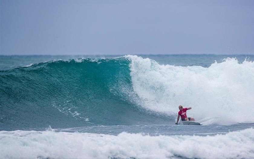 Jack Freestone, Nat Young Score Near Perfect Nines at Hawaiian Pro