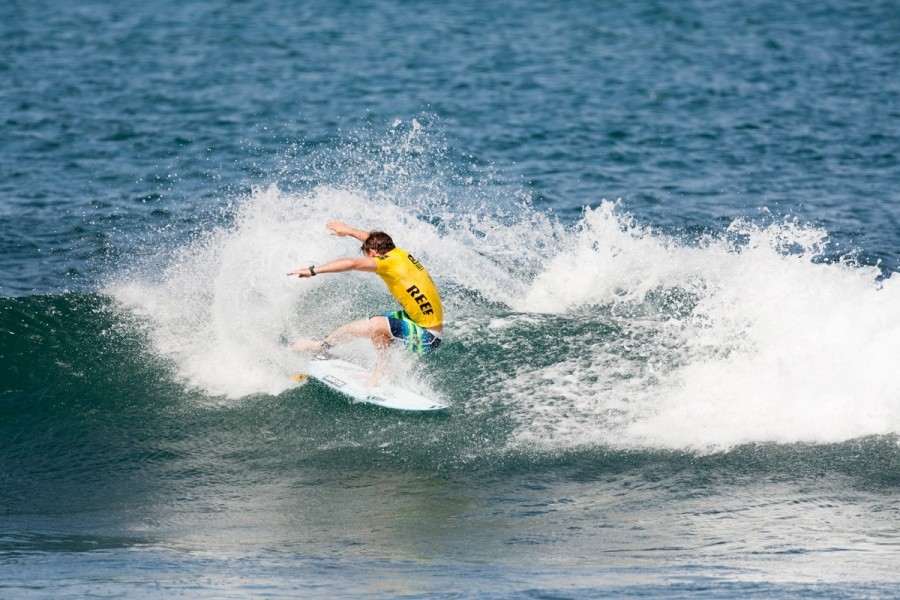 Yadin Nicol (AUS) split the final heat wave with Travis Logie (ZAF) and the results was both advancing into Round 4.   © ASP / Cestari