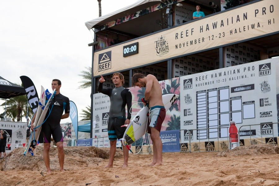 The mornings free surf is done and notes are being compared as the best spot in the lineup for round 1 of the REEF Hawaiian Pro starting today.   © ASP / Cestari