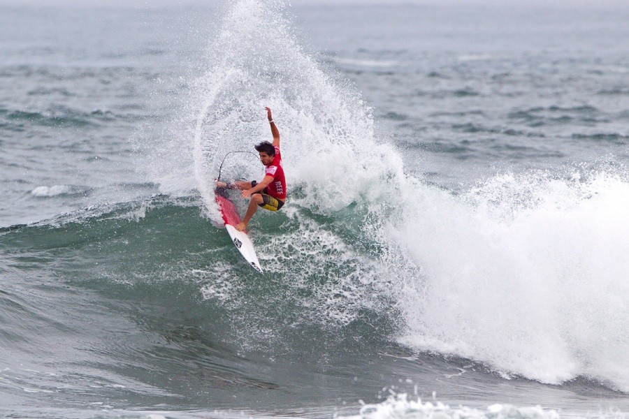 Thomas Woods (AUS) won the fist heat of the event and will compete again in the round of 96.   © ASP / Rowland