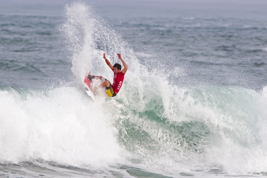 Thomas Woods (AUS) fins free in heat one.   © ASP / Rowland