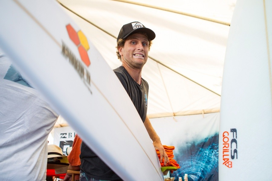 Kai Otton not afraid to charge Pipe, injury and all.   © ASP / Kirstin