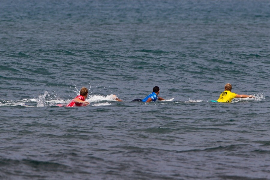 The paddle battling was fierce in every heat.   © ASP / Rowland