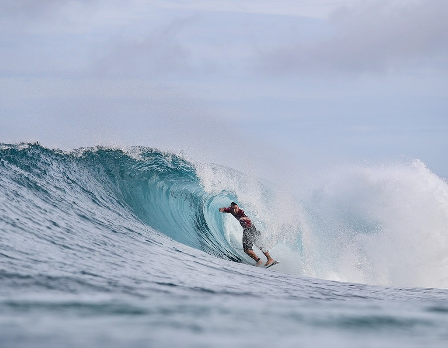 Joel Parkinson placed third in Heat 3 of Round Four of the Billabong Pipe Masters.   © WSL / Cestari