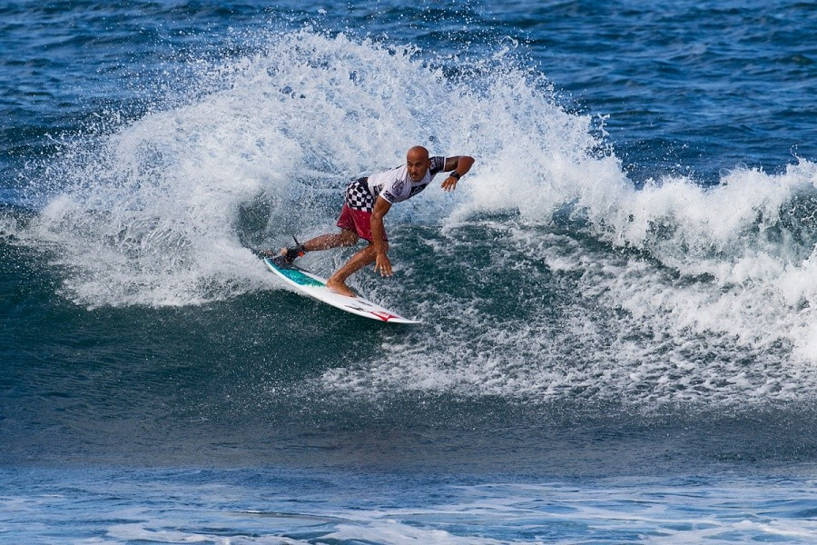 Fred Patacchia (HAW) carving his way into the next round.   © ASP / Rowland